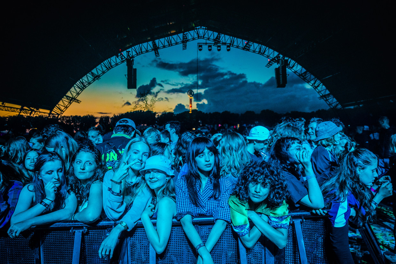 Fans tijdens het concert van Tame Impala. Beeld Ben Houdijk