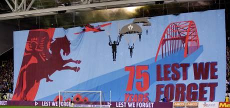 Vitesse veilt gedragen en gesigneerde Airborneshirts