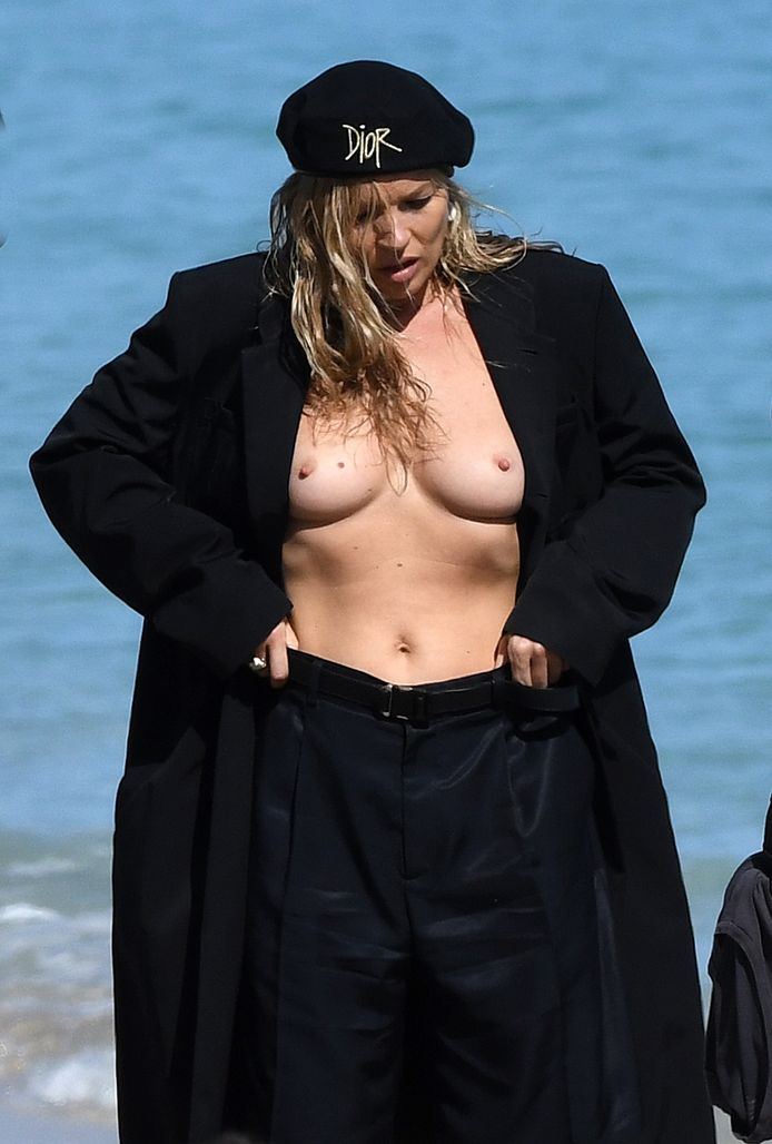 Kate Moss en pleine séance photo pour la nouvelle collection pour homme de Dior, sur la plage à Miami