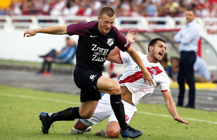 Emil Bergström namens FC Utrecht in actie tegen HSK Zrinjski Mostar.