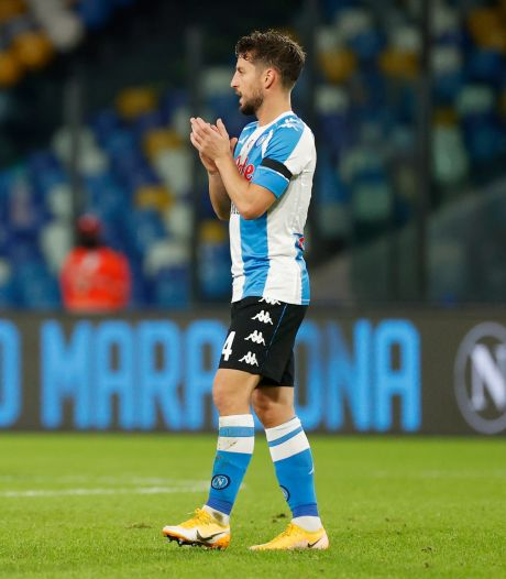 Spelers Napoli staan in Argentinië-shirts nogmaals stil bij overlijden Maradona