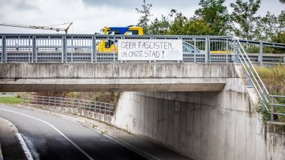 'Make racists afraid again' en 'Geen fascisten in onze stad': tegenstanders hangen 'Vlaams Belang-route' vol spandoeken