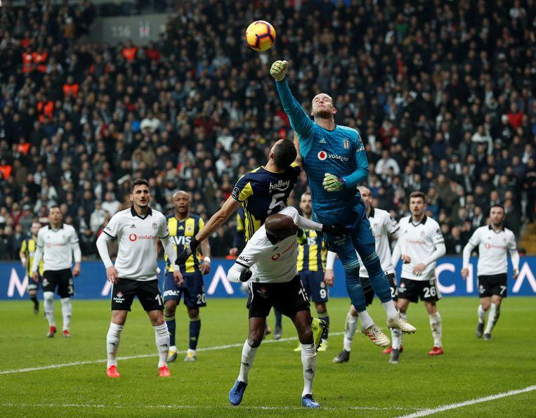 Karius in de derby tegen Fenerbahce.