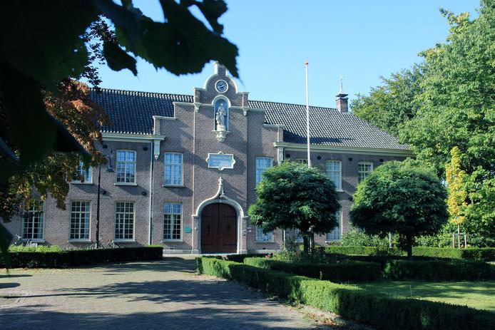 Het Buitenhuis is gevestigd op een bijzondere locatie, namelijk in Het Withof aan San Francescolaan 171 in Etten-Leur. Avoord maakt gebruik van de kleine zaal in het gebouw, maar de ouderen kunnen ook gebruik maken van het terras.