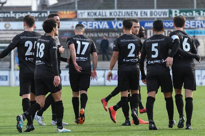 GVVV verliest met 2-1 van Spakenburg. Bij terugkeer van de supporters in Veenendaal ging het mis.