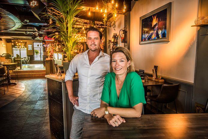 Eventjes vanuit Curaçao terug in Oldenzaal namen de horeca-ondernemers Bas en Rachel Kemna ook een kijkje in eetcafé Markt 19, waarvan ze mede-eigenaar zijn.