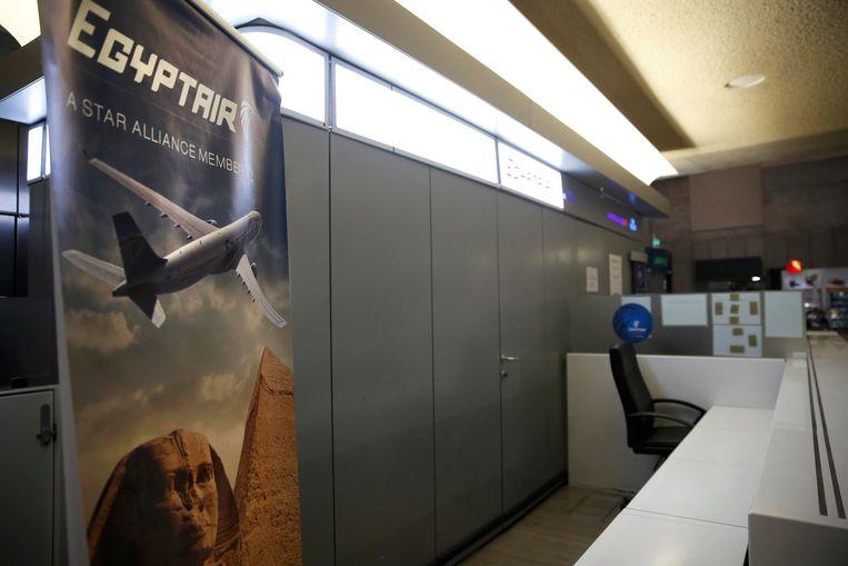 De lege balie van EgyptAir in terminal 1 op Charles de Gaulle.