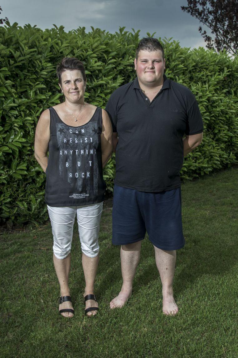 Corné met zijn moeder. Beeld Adrie Mouthaan