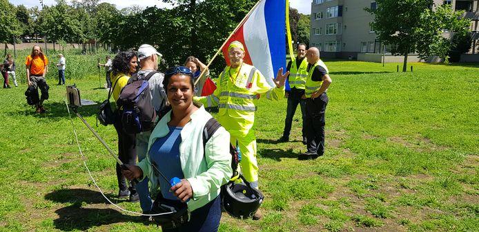 In totaal waren er in Den Bosch zo'n zestig demonstranten, sommigen hadden de Nederlandse vlag meegenomen