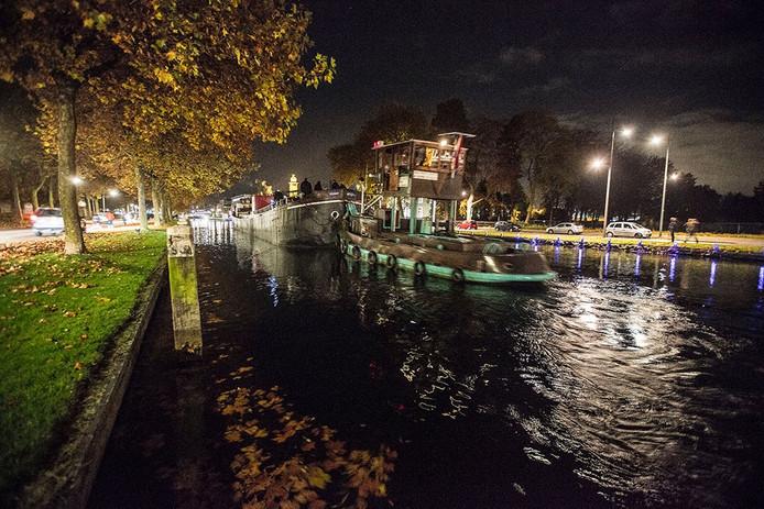 De pannenkoekenboot bij de Julianabrug in Helmond