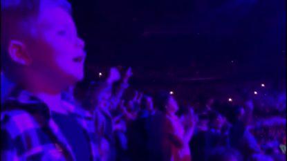 Zoontje van Jan Smit weet iedereen te vertederen met zijn zangtalent