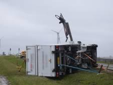Tientallen meldingen vanwege stormschade in Zeeland, boulevard Vlissingen afgesloten