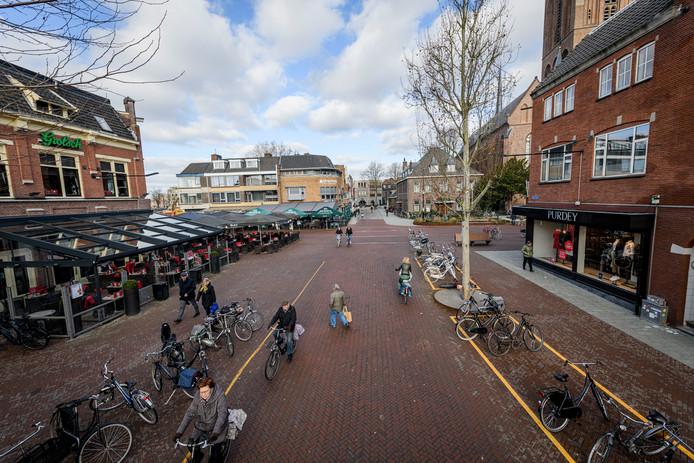 Kruising Enschedesestraat/Brinkstraat, vooral in het weekend is het hier oppassen.