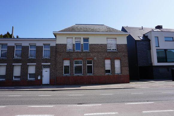 Het oude gemeentehuis van Zoersel staat te koop.