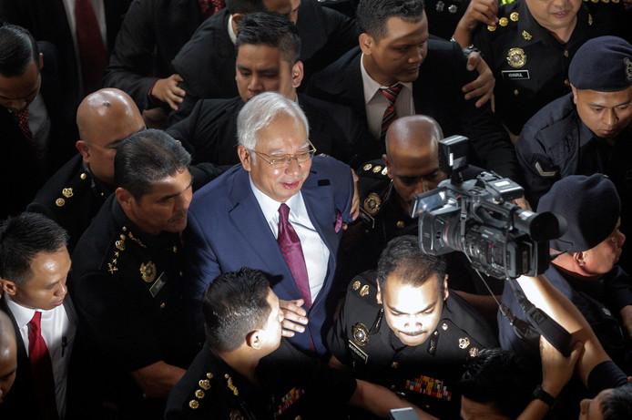 Najib Razak komt aan in de rechtbank van Kuala Lumpur.