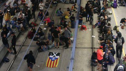 Eén jaar na het referendum: demonstranten bezetten Catalaanse sporen en snelwegen