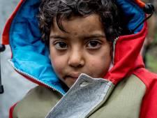 Mbo'ers in Arnhem maken jas voor  vluchtelingen