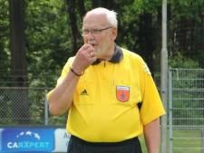 Einde aan het 'Cor Dekker-praatje', roemruchte Renkumse scheidsrechter (85) overleden