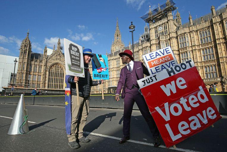 Pro- en anti-Brexit demonstranten in Londen. Beeld AP