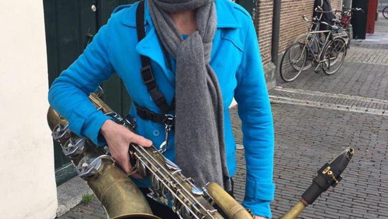 Ditty Eimers van het linkse protestorkest. Beeld Margriet Oostveen