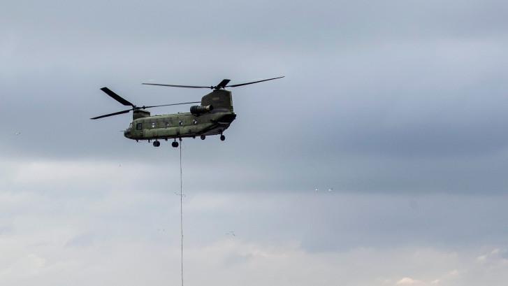 Brandweer Twente oefent in Esbeek: ook chinooks ingezet