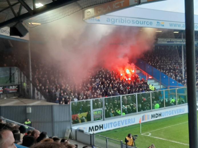 Vuurwerk in het uitvak van GA Eagles bij De Graafschap.