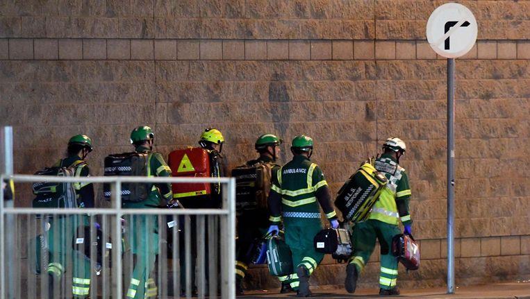 Brandweerlieden buiten de Manchester Arena. Beeld afp