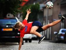 Freestyle voetbalster Laura Dekker te gast in Zaltbommel