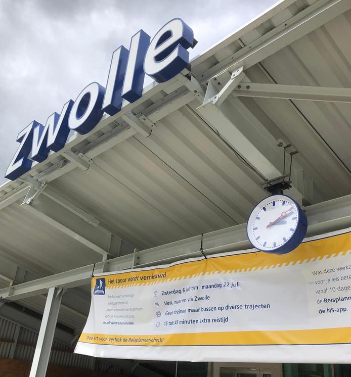De extra bussen van de NS rijden tussen 't Harde-Zwolle en Kampen-Zwolle.