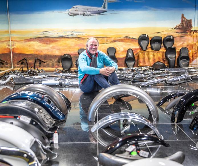 Willem Kalsbeek stopt na 50 jaar met zijn motorzaak. Kalsbeek Motoren wordt overgenomen door stadsgenoot Lowlands Biker Store.