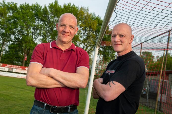 Patrick van Wanrooij (rechts) en Ruud Verduijn zijn blij met de komst van Toon Stokkermans. Hij wordt volgend seizoen de nieuwe trainer van Berkdijk.