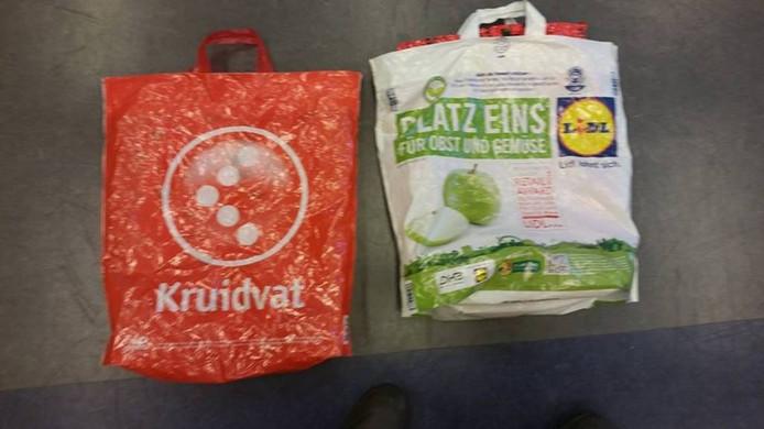 De geprepareerde tassen. Foto politie Apeldoorn
