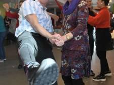 Ouderen komen los tijdens activiteiten in Vlissings wijkcentrum De Burgerij