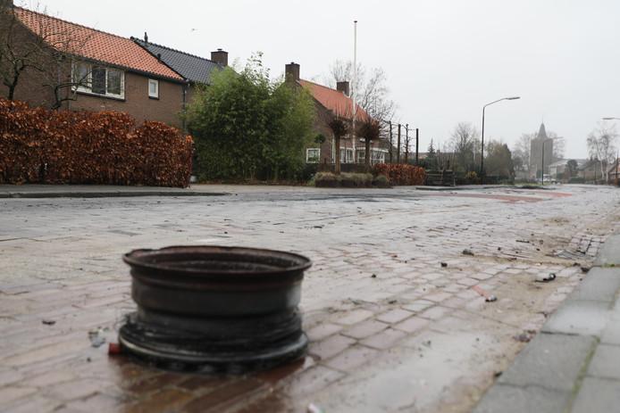 Een verloren auto-onderdeel in Veen.