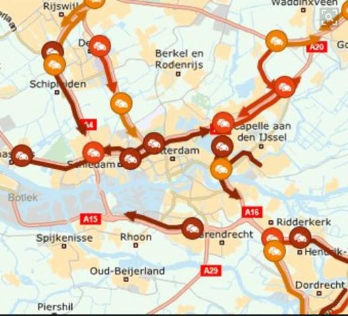 Het verkeer rond Rotterdam staat vast.
