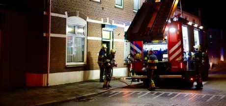 Kachelbrand zet woning vol rook in Mill