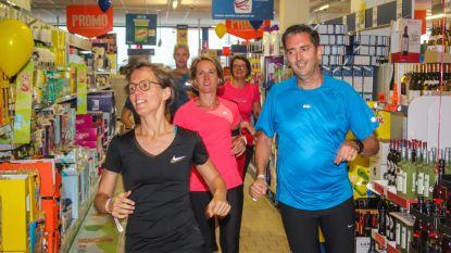 300 joggers lopen door winkels, bib en gemeentehuis