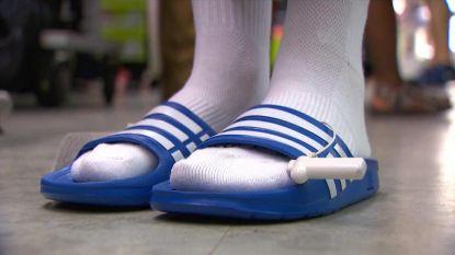 Zijn witte sokken in sandalen weer hip?
