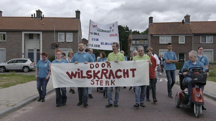 Muziekvereniging DWS trekt door de Arnhemse wijk Malburgen