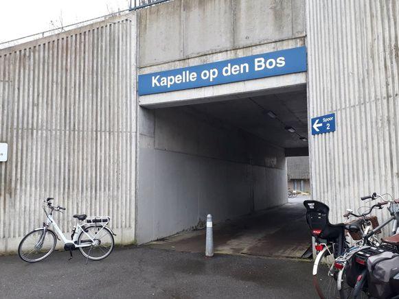 Deze stationstunnel zal verfraaid worden met tekeningen van jonge kunstenaars.