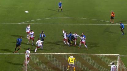 Clear error? Club Brugge blijft zonder zege achter in Kortrijk na discutabele beslissing van ref Lambrechts om goal van Dennis af te keuren (na tussenkomst VAR)