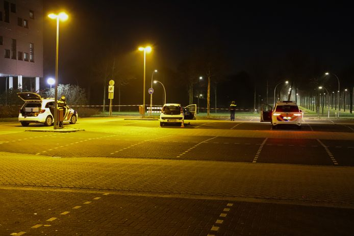 De auto van het 19-jarige slachtoffer stond op de parkeerplaats naast ROC Flevoland.