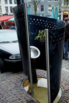 Protestplasjes in urinoirs