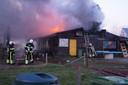 De brandweer in actie bij de zorgboerderij.