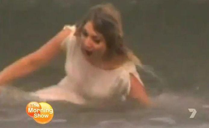 Een kletsnatte Lysa is uit op wraak... © videostill YouTube