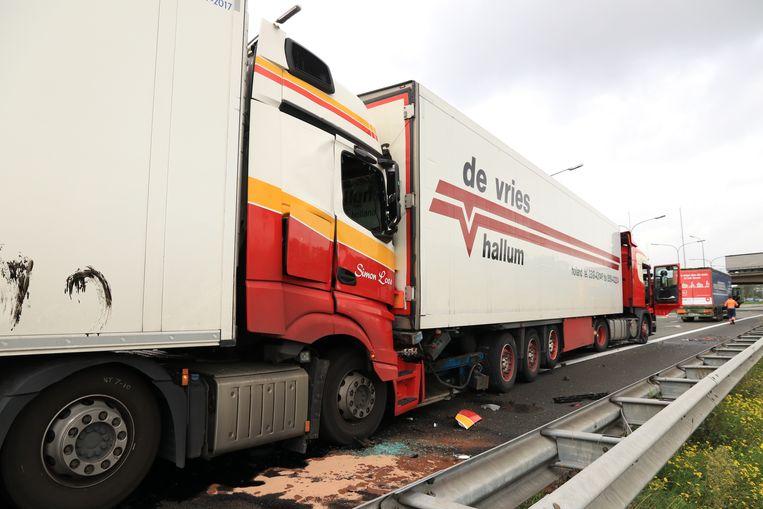 Dinsdagmiddag gebeurde een tweede zwaar ongeval in de staart van de file. Opnieuw botsten vier vrachtwagens en vielen er drie gewonden.