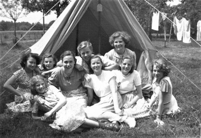 Gasten van Camping De Heigraaf in Woudenberg, circa 1955.