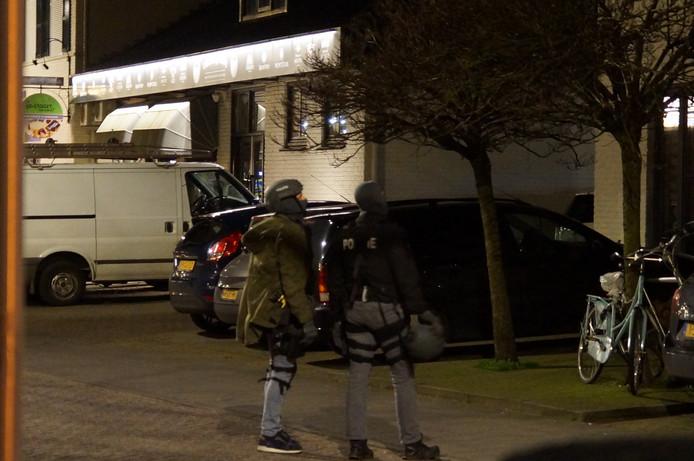 Politie ter plaatse vanwege verwarde man op dak in Vlijmen.