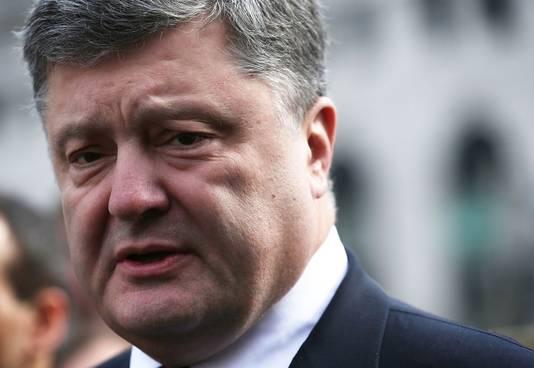 Zelenski volgt de rijke zakenman Petro Porosjenko op als president.