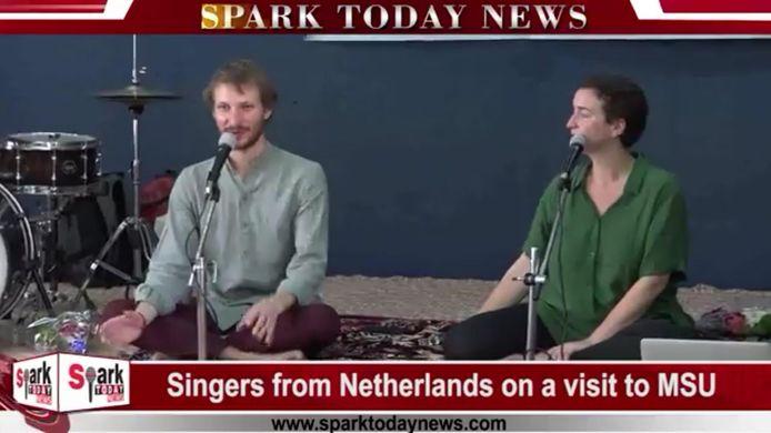 Eddie Jensen en Ellen Tackenkamp op de Indiase tv